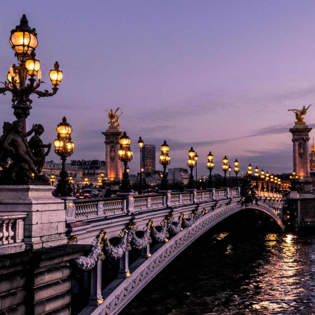 rédaction web voyage et pop culture emily in paris